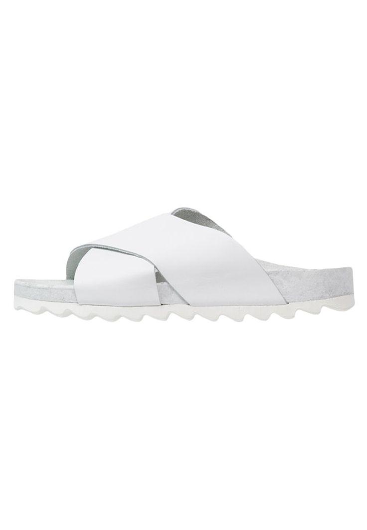 Shoeshibar SALINAS Klapki white