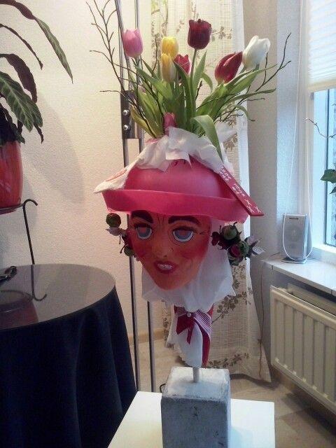 Blommevaas van veldteken 2014  Vastenavond Bergen op Zoom.