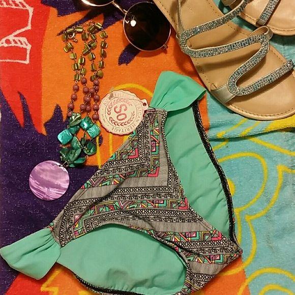 Multi color bikini bottom szXS junior by So nwt Multi color bikini bottom szXS junior by So nwt so Swim Bikinis