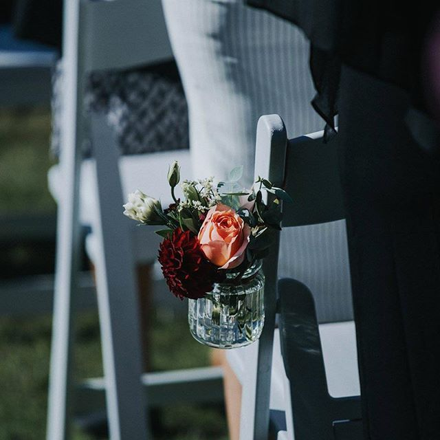 Our gladiator chairs adorned with the sweetest of details 🌹