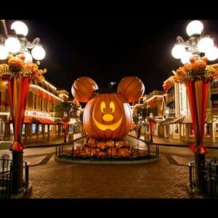 27 Things You'll See At Mickey's Halloween Party