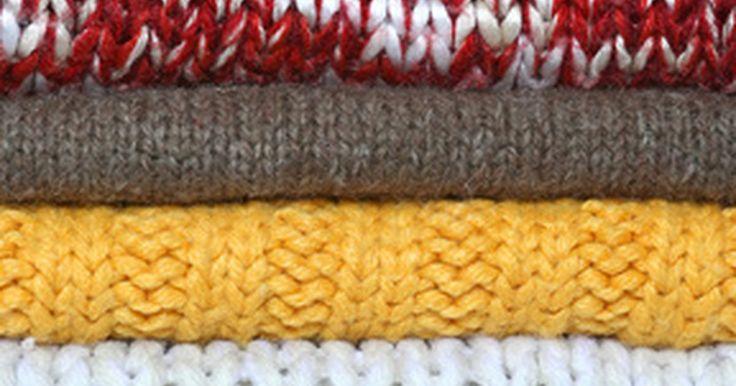 Cuidando de um suéter de merino cashmere. Ambos merino e cashmere são tipos especiais de fibras de lã. A merino vêm do pelo da ovelha de mesmo nome, enquanto a cashmere vêm de pelos finos da cabra Kashmir. A Australian Wool Innovation observa que foi Gabrielle 'Coco' Chanel que mudou para sempre a moda feminina, quando começou a desenhar roupas usando malhas de lã merino em 1916. O ...
