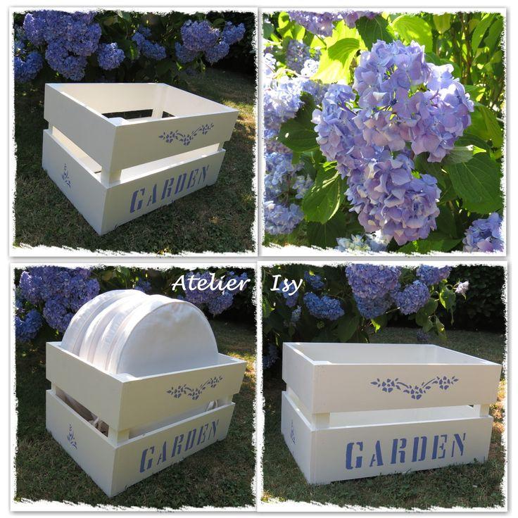 box fruit for garden pillows - cassetta della frutta trasformata in porta cuscini per il giardino