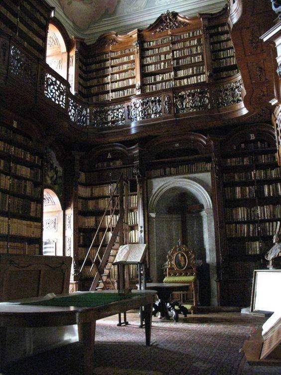 Biblioteca del Seminario cattolico di Budapest, ex monastero dell'Ordine di San Paolo Primo Eremita.