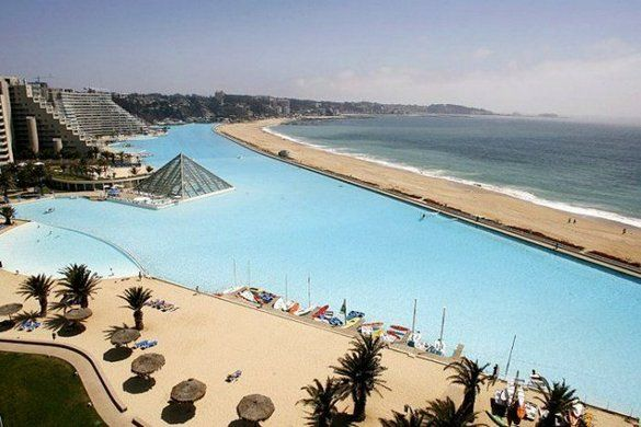 Biggest swimming pool in the world  Take a deep breath before you try swimming a lap in the swimming pool at the San Alfonso del Mar resort in Chile. The San Alfonso del Mar resort is situated on Chile's southern coast, 100 km west of Santiago.Without Alfonso, Swimming Pools, The Mars, Largest Pools, Favorite Places, The Ocean, Alfonso The, Victoria Fall, Largest Swimming