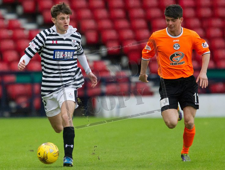 Queen's Park's Gavin Mitchell on the ball during the SPFL League Two game between Queen's Park and Elgin City