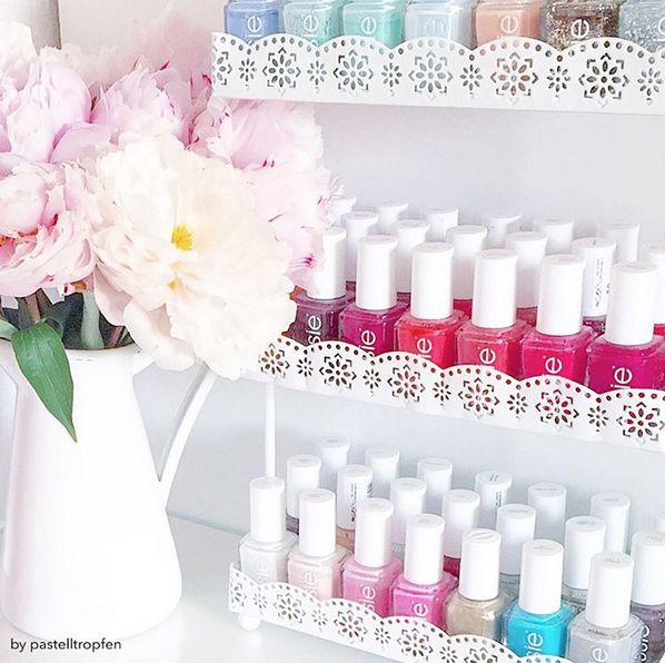 Blumen und Essie – ein Match made in heaven. Wählen Sie Ihren Lieblingsessie-Farbton für ein … – make up and nails