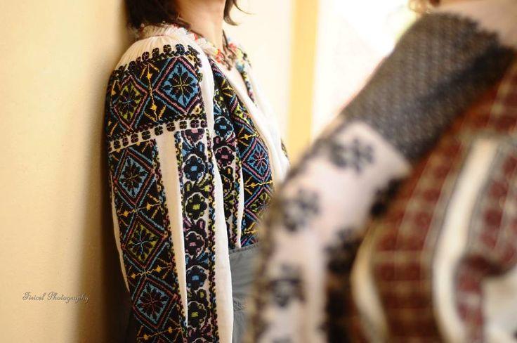 Traditional Romanian blouse (IIE), photo by Firicel Photography via IIA Calatoare