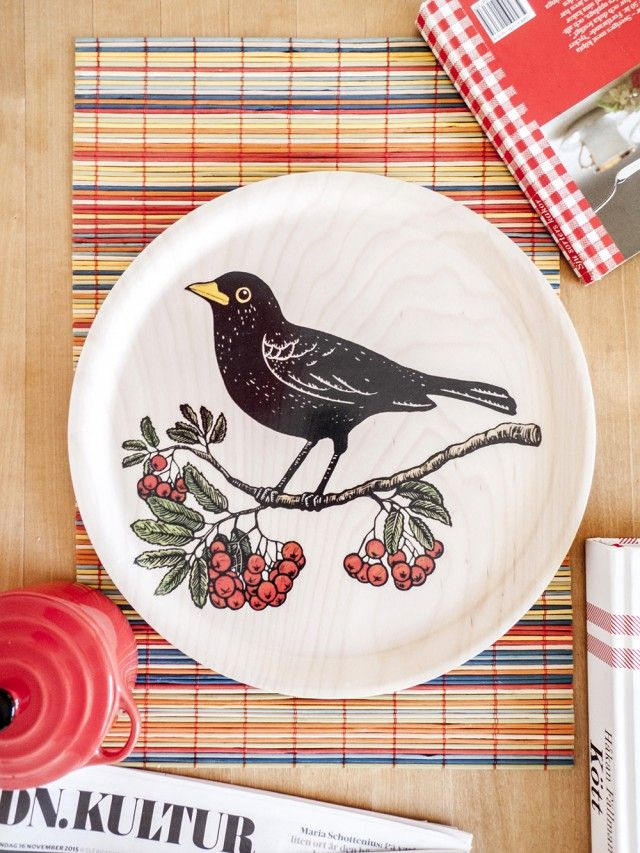 Blackbird and Rowanberries, 31 cm Tray by Scandinavian Tian Gan - Nordic Design Collective