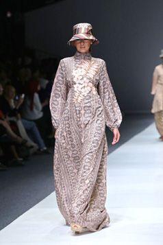 Elegant Abaya / Gamis - S/S Collection 2016 Itang Yunasz | Jakarta Fashion Week. www.itangsz.com