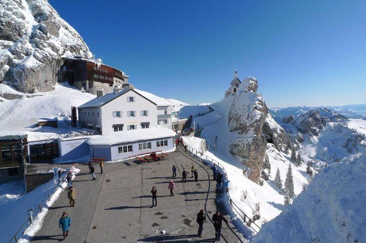 Der 1838 Meter hohe Wendelstein ist die prominenteste Erhebung im Mangfallgebirge. Seit über 100 Jahren tummeln sich im Winter versierte Skifahrer und Freerider auf den wenigen, aber anspruchsvollen Abfahrten