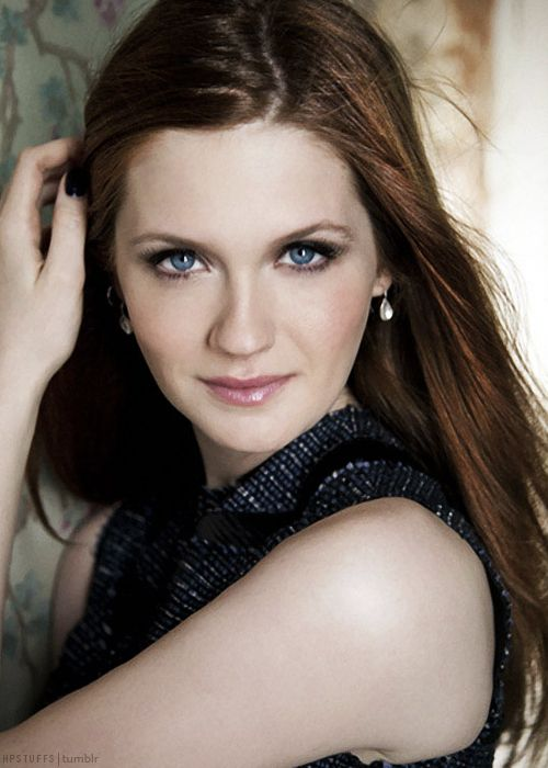 Bonnie Wright is an English actress, model, screenwriter, director, and producer. She is best known for playing the role of Ginny Weasley in the Harry Potter film series.