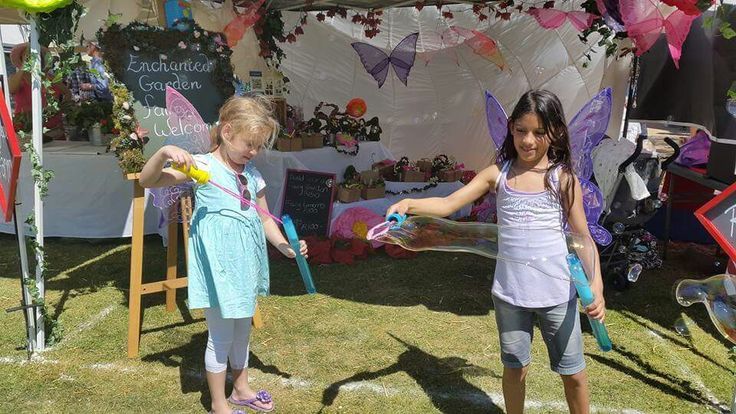 Very happy customers playing with our bubbles and creating magic