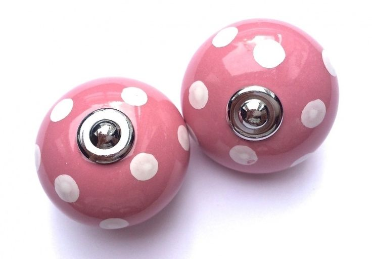 008 (PB) Roze kastknop met witte stippen