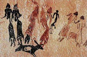 Mujeres Danzando. Roca de los Moros. También se constata la presencia femenina. La mujer aparece representada en acciones de pastoreo, como ocurre en la Roca de los Moros, en la provincia de Lleida, o en tareas de recolección, como las representadas en la Cueva de la Araña, en Valencia.