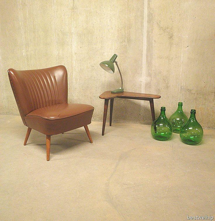 de cocktail fauteuil die je hebt staan is super leuk. deze zou je kunnen aankleden met een nieuw jasje.. bijvoorbeeld bruin leer..