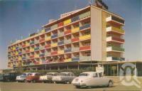 Lennon's Broadbeach Hotel, c1958. Postcard by Murray Views Pty Ltd, collection of John Young.