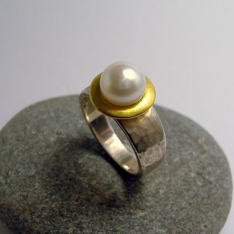 Martellato Hammered Pearl Ring – Unio Goldsmith