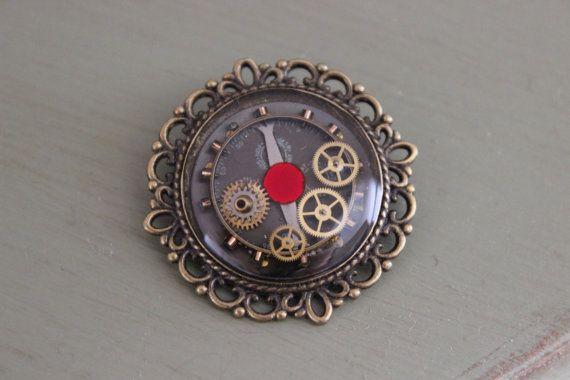 Broche vieille montre par SteampAddict sur Etsy, $35.00