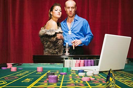 Casino online betting involves money, therefore it is very essential to examine about the casino you have selected to gamble. In fact, it is suggested by experienced gamblers that you should always play in a well known or recommended casino.
