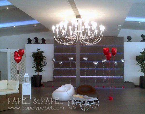 decoracion chillout con globos rojos y plata