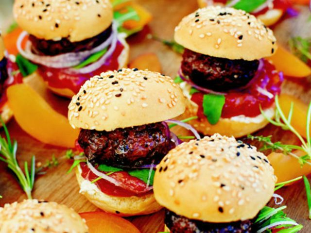 Minihamburgare med plommonchutney (kock Christian Hellberg)