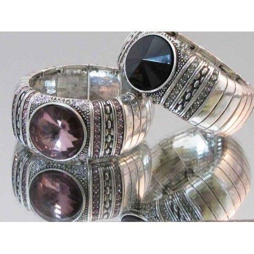 Bracelet élastique de couleur argent de style orné d'une pierre noire ou rose.