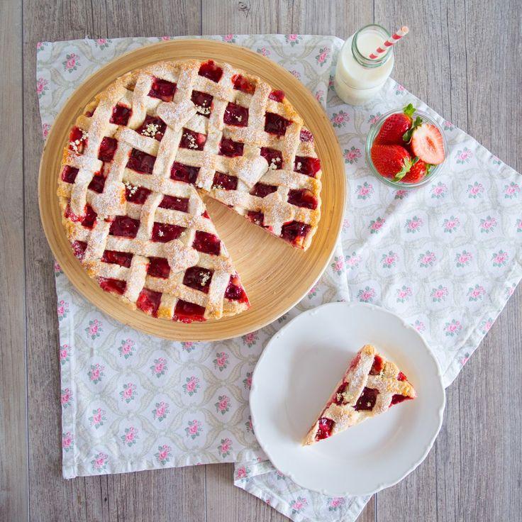SUGARTOWN: Mřížkový koláč s bezinkovou náplní, jahodami a malinami/Lattice pie with elderflower mascaprone, strawberries and raspberries