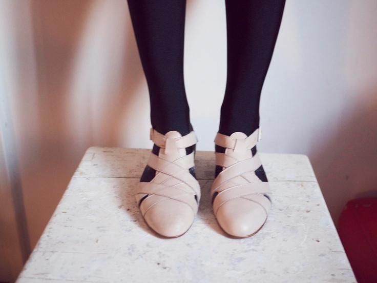 wish these were still available... ▲ vintage italian cream sandals ▲ galeta vintage