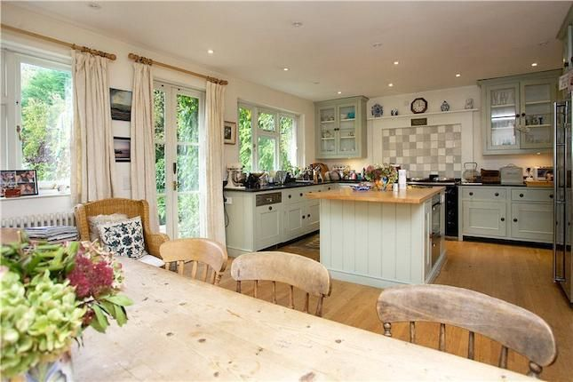 country kitchen - love this colour #dreamkitchen