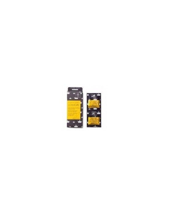 APIVITA EXPRESS GOLD MASK WITH ROYAL JELLY 2X8ML Μάσκα προσώπου σύσφιγξης και ανάπλασης με βασιλικό πολτό Ο βασιλικός πολτός πλούσιος σε βιταμίνες σάκχαρα και αμινοξέα βοηθά στην ανανέωση των κυττάρων ενισχύει τη σφριγηλότητα της επιδερμίδας και προσφέρει μοναδική λάμψη και αναζωογόνηση Πλούσια σε μέλι πρωτεϊνες σιταριού και αιθέριο έλαιο νερόλι αφήνει την επιδερμίδα λεία και ανανεωμένη