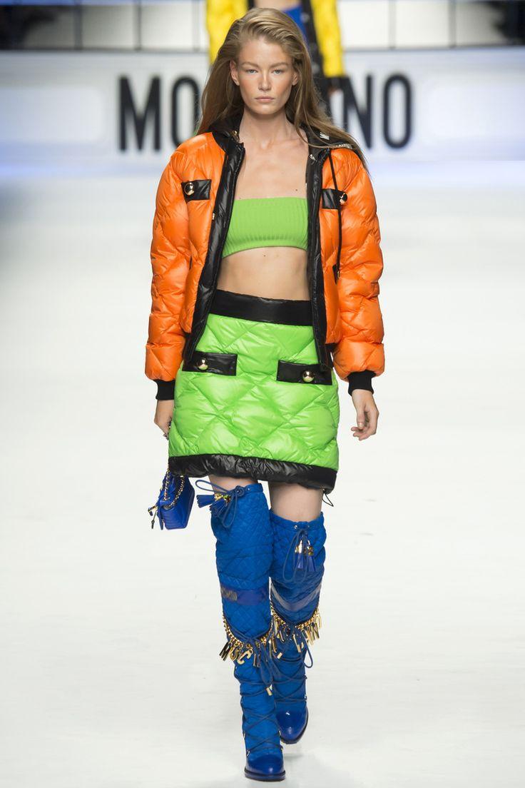 Модная оранжевая куртка 2016 – фото новинка от Moschino