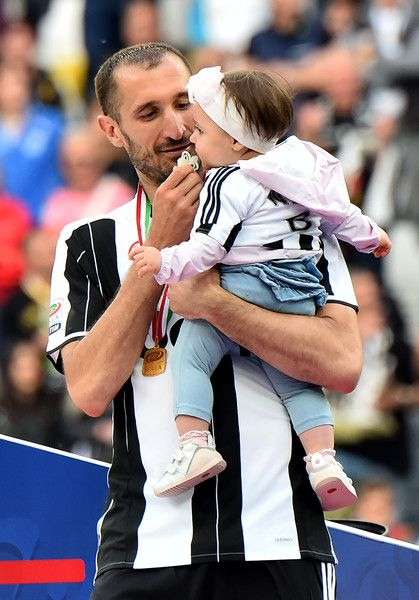 "Juventus' defender from Italy Giorgio Chiellini celebrates with his daughter after the Italian Serie A football match Juventus vs Sampdoria on May 14, 2016 at the ""Juventus Stadium"" in Turin. / AFP / GIUSEPPE CACACE"