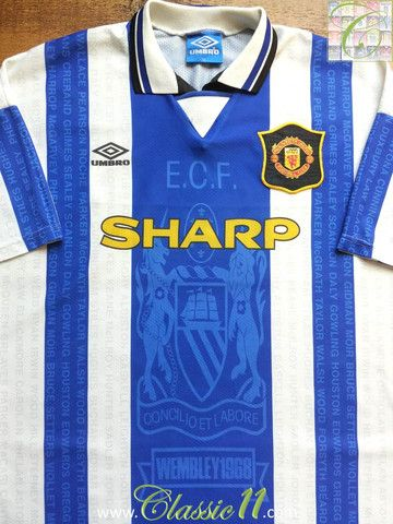 Relive Manchester United's 1994/1995 season with this vintage Umbro 3rd football shirt.