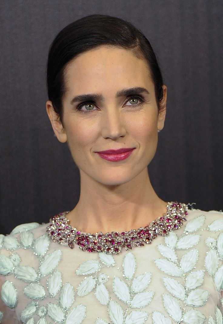 Jennifer Connelly went with a bright pink lip hue to go with the colorful stones in her dress at the Noah premiere in Spain.