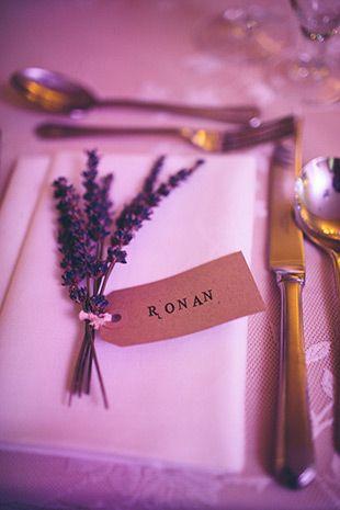 Wunderbarer Lavendel mit Namenskarten: feine Tischkärtchen!