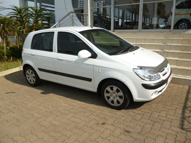 Be Swept Away by this 2008 #Hyundai #Getz 1.4. This #Hatchback is White in colour and has a Sporty 1.4 Petrol Engine. It is available in a Manual Transmission with a Mileage of 78 500Kms. Seal the Deal Now for Only R75 990. Terrific Extras: ABS / Air Conditioner / Airbag - Driver / Airbag - On/Off Switch / Alarm / MP3 Player Radio/CD +More. Contact Keith Rabilal on 082 323 1303 / 031 737 1500 or Email keithr@smg.co.za. Like Us https://www.facebook.com/KeithRabilalForUsedCars