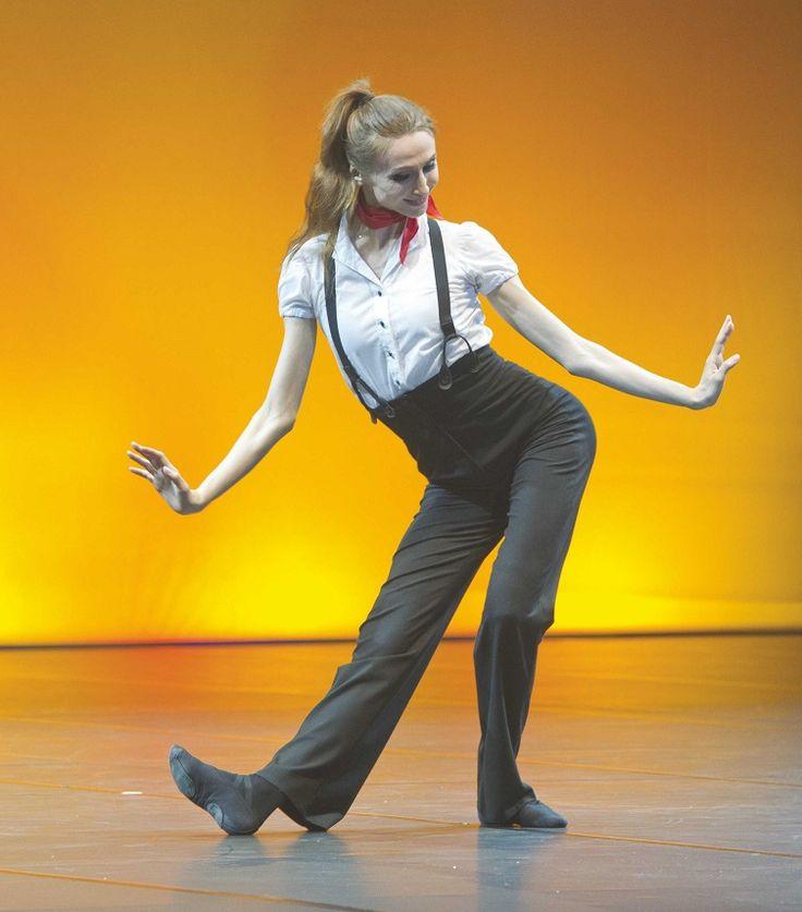 "<<Svetlana Zakharova in  ""Les Lutins"" (the Elves) choreography by Johan Kobborg, Violin by Vadim Repin from ""Pas de deux for Toes and Fingers""# Photo © Pierluigi Abbondanza>>"