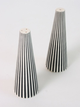 Salt 'n Pepper Shakers: Stylish set of salt 'n pepper shakers, will look a treat on the dinner table.