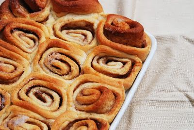 photo and food - cinnamon roll cake