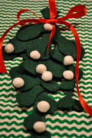 adorned abode: Felt Mistletoe Craft
