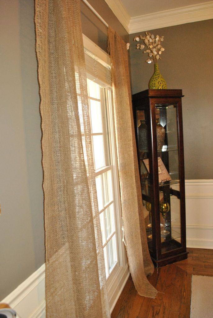Curtains from burlap found in the garden section of Lowes. $3 for a roll.Wall Colors, Dining Rooms, Living Rooms, Decor Ideas, Cute Ideas, Loose Burlap, Burlap Curtains, Low, Gray Wall