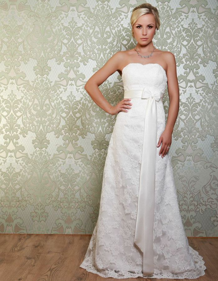 MONTEZ The gorgeous classic style lace gown is fitted to the hip and has a narrow skirt. The satin sash around the waist is finished with a pretty bow detail. A beautiful vintage style gown. https://www.wed2b.co.uk/vintage-wedding-dresses/viva-bride-montez.php