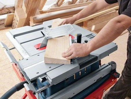 Check out this new Bosch table saw, which features a built-in crosscut sled!