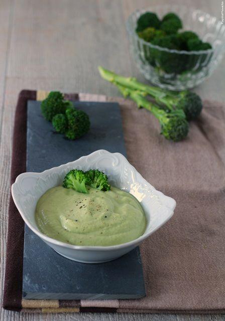Maionese vegetariana di broccoli e yogurt greco - verticale