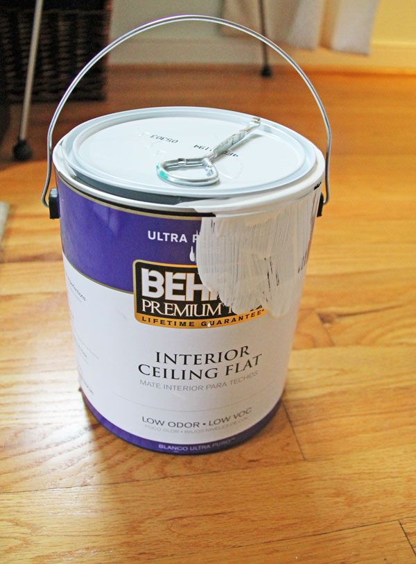 Love this Behr Premium Interior Ceiling Paint for Painting Ceilings! | www.rappsodyinrooms.com