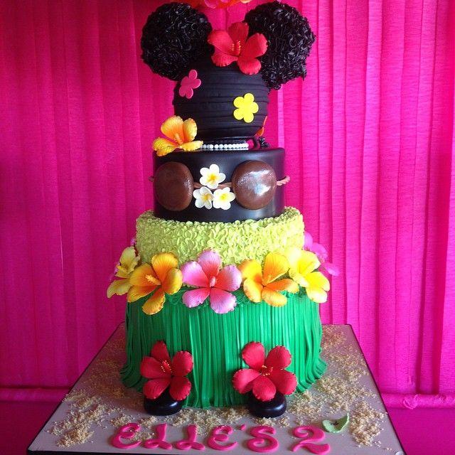 Hawaiian Minnie Mouse luau cake