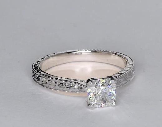 Resultado de imagen para mano con anillos de diamantes
