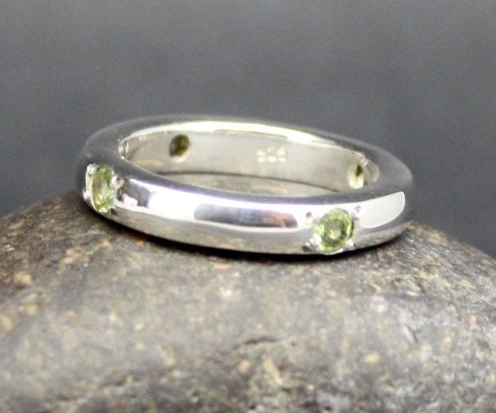 SOLID SILVER with 4 PERIDOT STONES in RING  .925 STERLING   FAST FREE SHIPPING