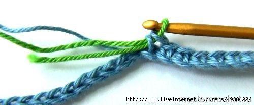 Жаккард крючком - техника вязания от Анастасии Плесовских.  При смене цвета новую нить вводим на последнем шаге провязывания последнего столбика предыдущего цвета.